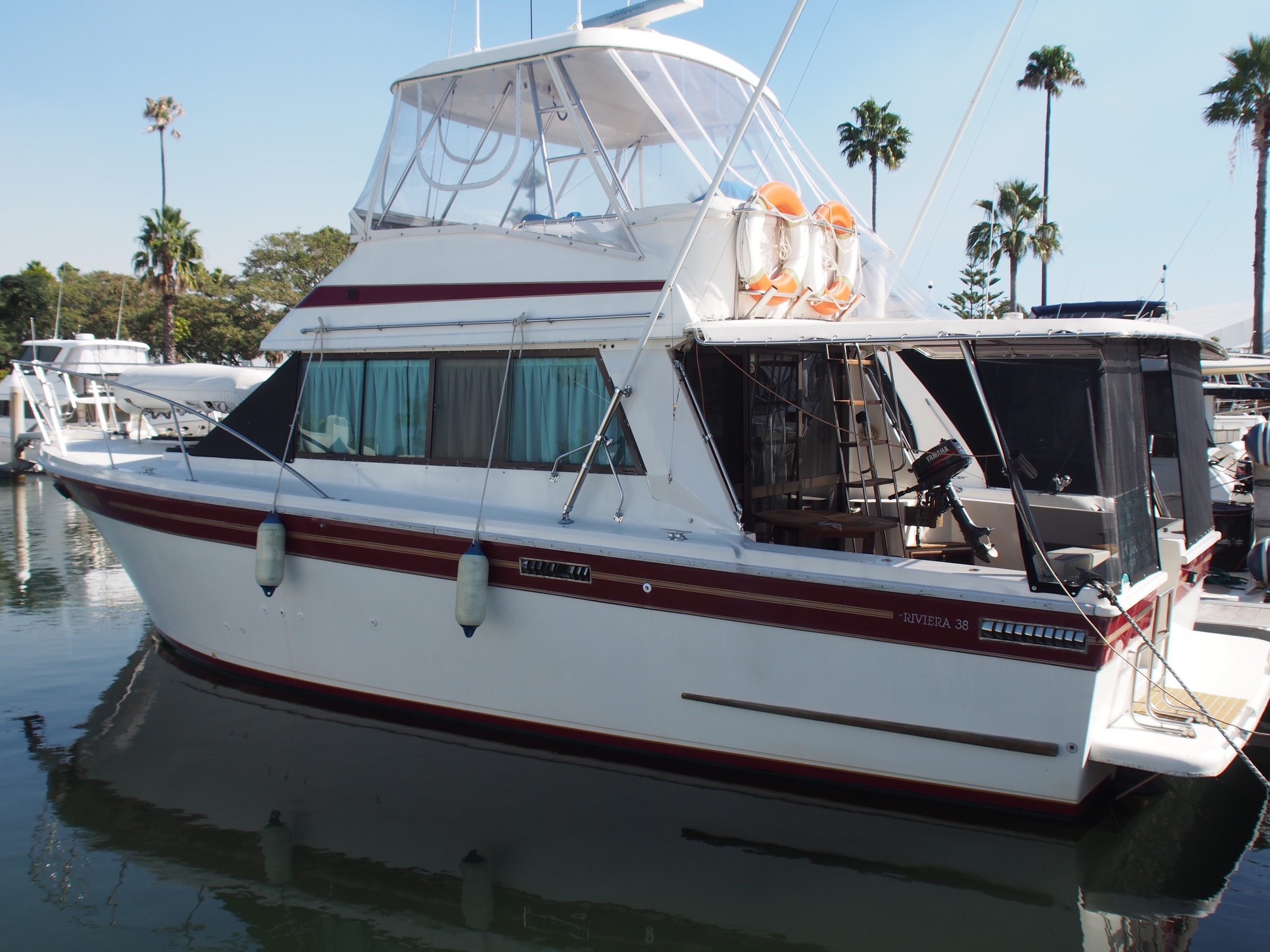 Riviera 38 Flybridge Cruiser, Repowered Solid Family Cruise/Fish.
