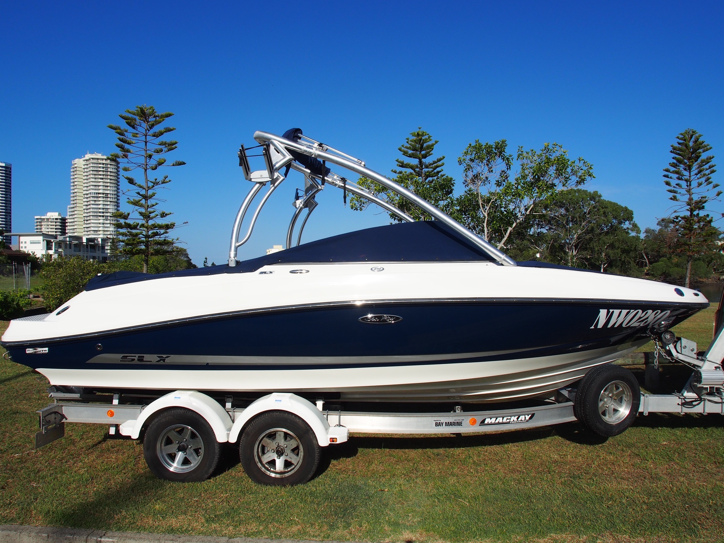 Sea Ray 210 SLX Super Clean Low Hours