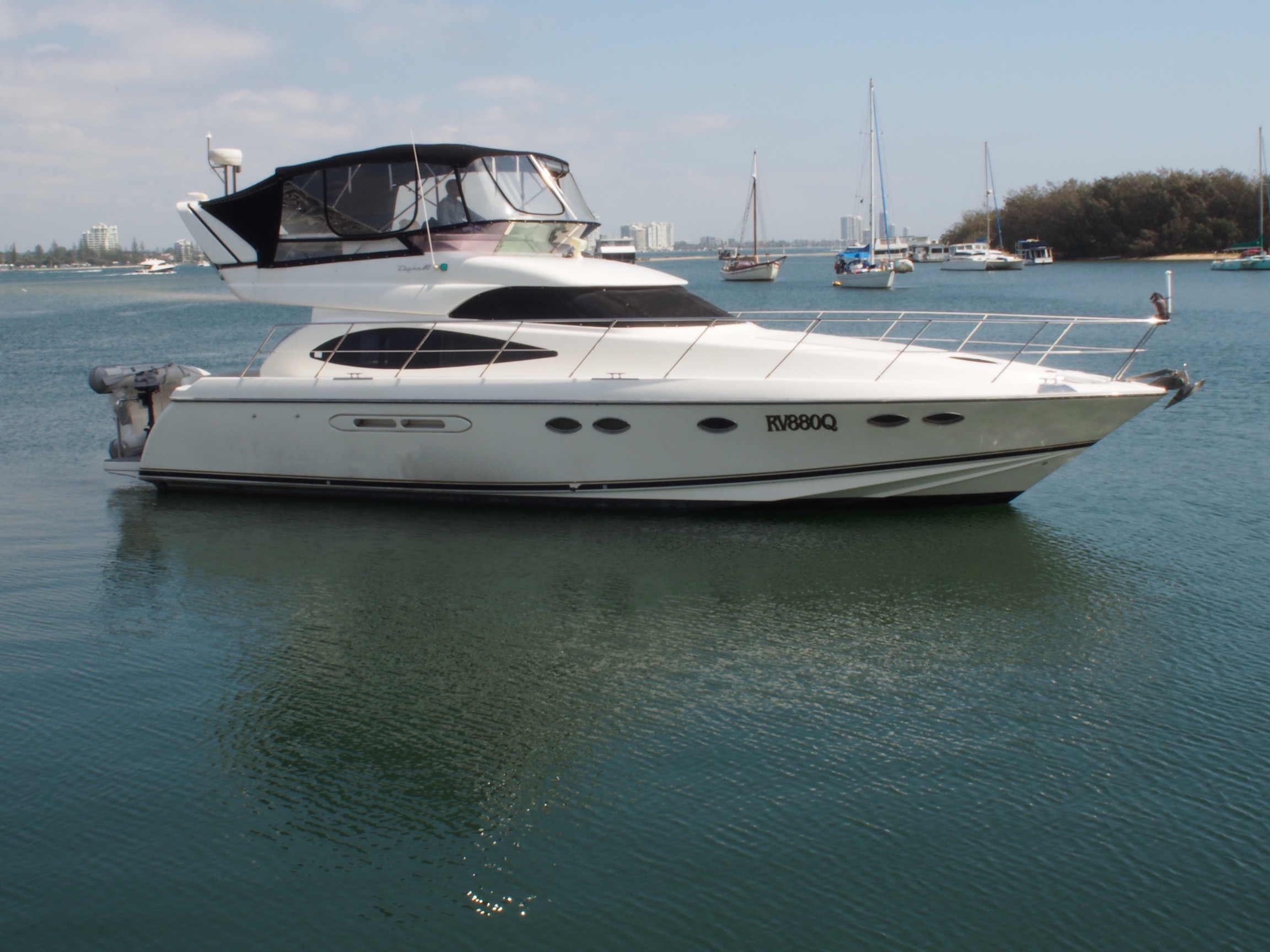 Dyna 48 2000 Model, Good Clean Low Hours Boat
